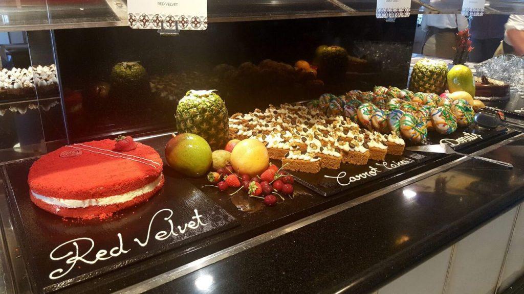Buffet im Luxusurlaub auf Ibiza